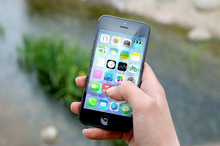 4 Ways to Earn Extra Money From Your Smartphone