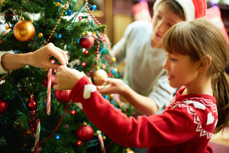 12 Great Ways to Make Extra Money Before Christmas